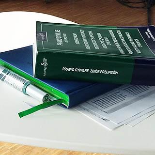 Zdjęcie przedstawia książkę pt. Prawo cywilne zbiór przepisów.