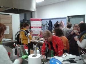 W kuchni, pod wodzą pani dietetyk odbywały się warsztaty kulinarne lub ramach warsztatów tematycznie- włączających sami robiliśmy faworki z okazji Tłustego Czwartku.